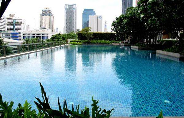 Villa-Asoke-bangkok-condo-swimming